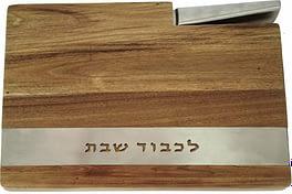 Деревянный поднос с ножом для хал